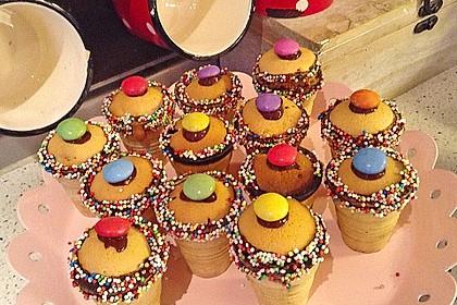 Kleine Kuchen im Waffelbecher 261