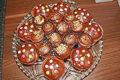 Kleine Kuchen im Waffelbecher 242