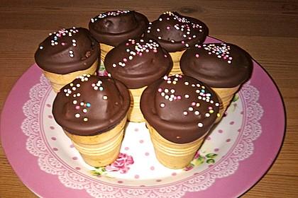 Kleine Kuchen im Waffelbecher 272