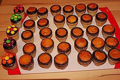 Kleine Kuchen im Waffelbecher 254