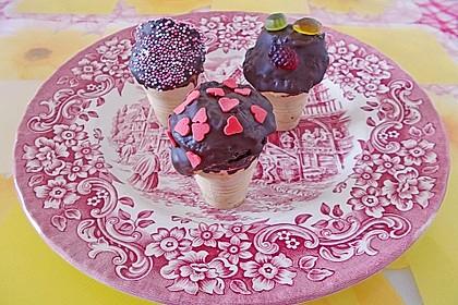 Kleine Kuchen im Waffelbecher 283