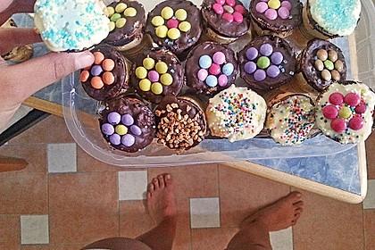 Kleine Kuchen im Waffelbecher 417