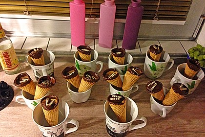 Kleine Kuchen im Waffelbecher 82