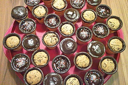 Kleine Kuchen im Waffelbecher 230