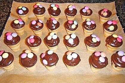 Kleine Kuchen im Waffelbecher 245