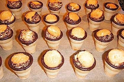 Kleine Kuchen im Waffelbecher 257