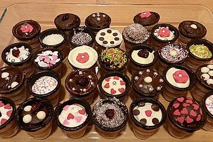Kleine Kuchen im Waffelbecher 266