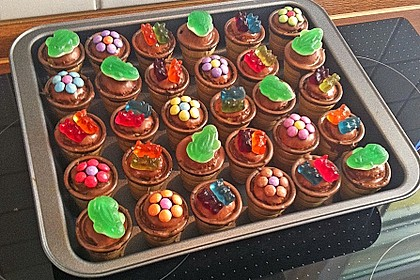 Kleine Kuchen im Waffelbecher 58