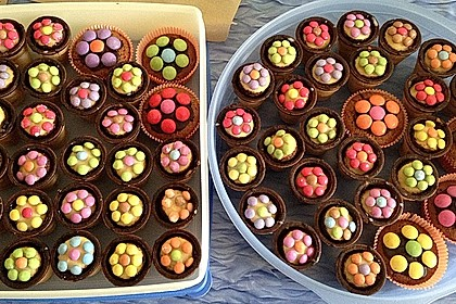 Kleine Kuchen im Waffelbecher 60