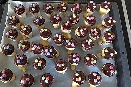 Kleine Kuchen im Waffelbecher 389