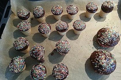 Kleine Kuchen im Waffelbecher 166