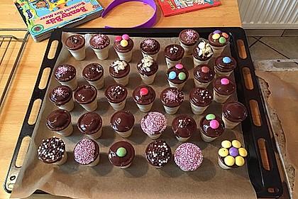 Kleine Kuchen im Waffelbecher 194