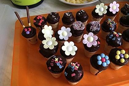 Kleine Kuchen im Waffelbecher 41