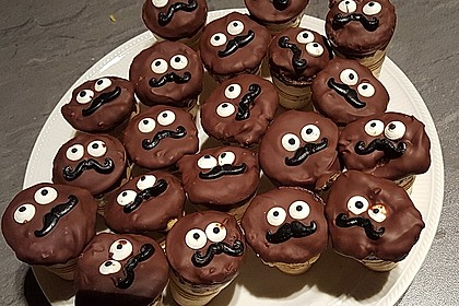 Kleine Kuchen im Waffelbecher 92