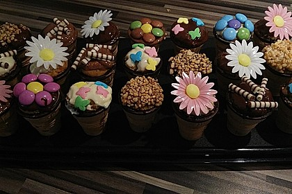 Kleine Kuchen im Waffelbecher 13