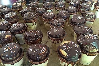 Kleine Kuchen im Waffelbecher 188