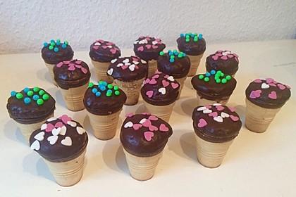Kleine Kuchen im Waffelbecher 182