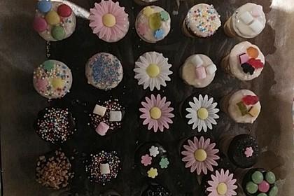 Kleine Kuchen im Waffelbecher 46