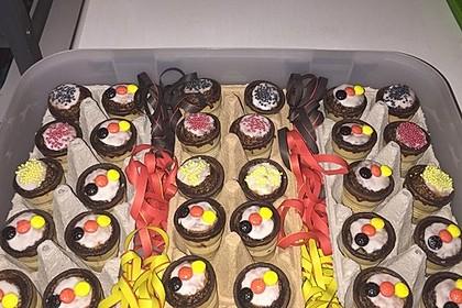 Kleine Kuchen im Waffelbecher 45
