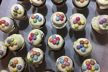 Kleine Kuchen im Waffelbecher 175