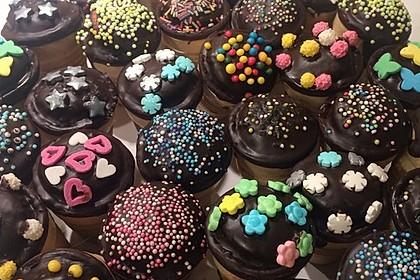 Kleine Kuchen im Waffelbecher 203
