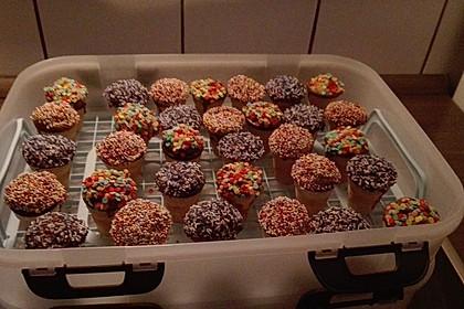 Kleine Kuchen im Waffelbecher 139