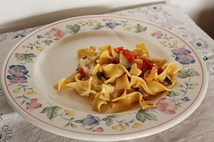 Bandnudeln mit frischen Tomaten, Mozzarella und Basilikum 11