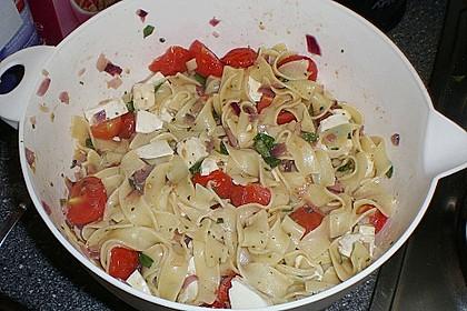 Bandnudeln mit frischen Tomaten, Mozzarella und Basilikum 18