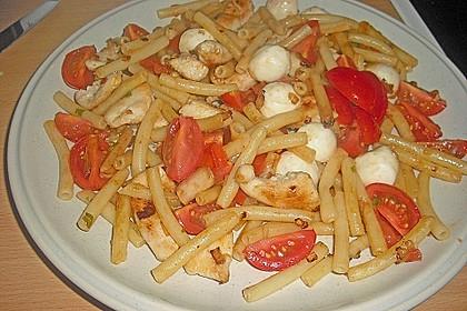 Bandnudeln mit frischen Tomaten, Mozzarella und Basilikum 22