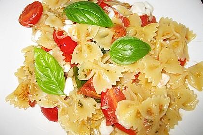 Bandnudeln mit frischen Tomaten, Mozzarella und Basilikum 7