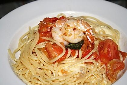 Bandnudeln mit frischen Tomaten, Mozzarella und Basilikum 13