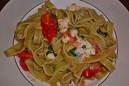 Bandnudeln mit frischen Tomaten, Mozzarella und Basilikum 25