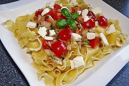 Bandnudeln mit frischen Tomaten, Mozzarella und Basilikum 2