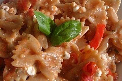 Bandnudeln mit frischen Tomaten, Mozzarella und Basilikum 9