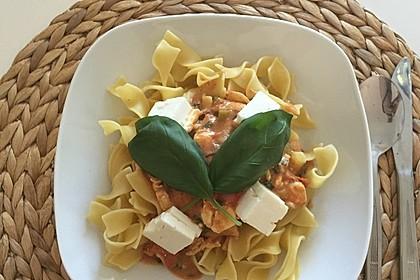 Bandnudeln mit frischen Tomaten, Mozzarella und Basilikum 4