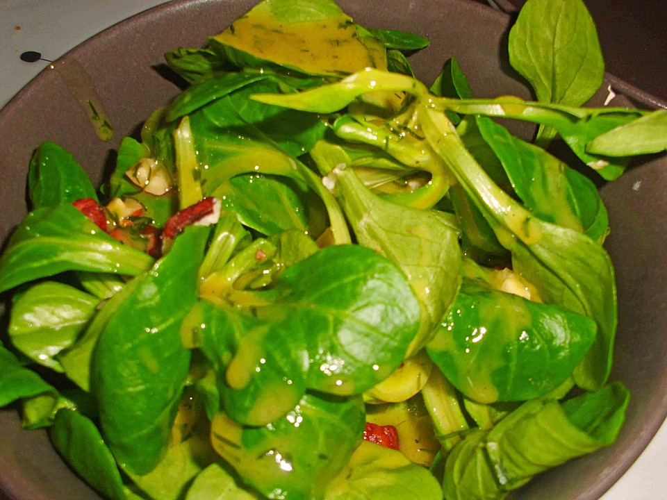 Salat mit orangendressing