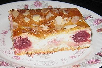 Gedeckter Kirschkuchen mit Vanillecreme 1
