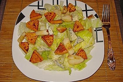 Herbstlicher Salat mit gebratenem Kürbis, karamellisierter Birne, Blauschimmelkäse und Walnüssen 31