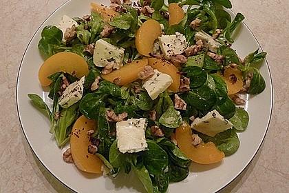Herbstlicher Salat mit gebratenem Kürbis, karamellisierter Birne, Blauschimmelkäse und Walnüssen 33