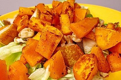 Herbstlicher Salat mit gebratenem Kürbis, karamellisierter Birne, Blauschimmelkäse und Walnüssen 38