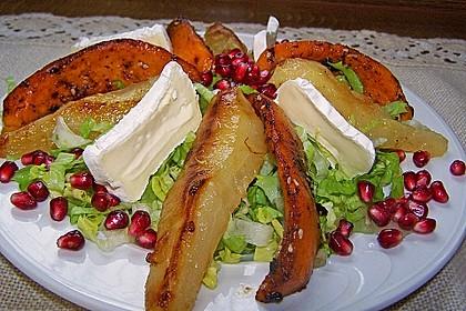 Herbstlicher Salat mit gebratenem Kürbis, karamellisierter Birne, Blauschimmelkäse und Walnüssen 30