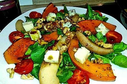 Herbstlicher Salat mit gebratenem Kürbis, karamellisierter Birne, Blauschimmelkäse und Walnüssen 20