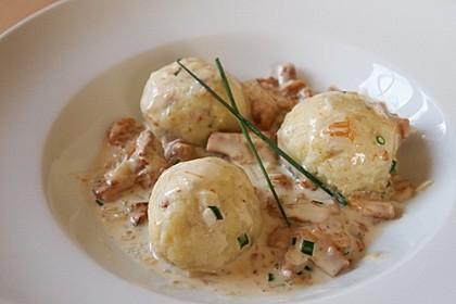 Kleine Kartoffel - Speckknödel mit Pfifferlingen in Rahm 3