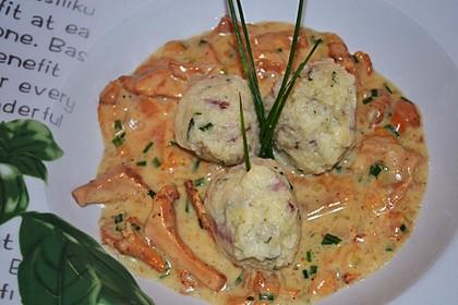 Kleine Kartoffel - Speckknödel mit Pfifferlingen in Rahm 8