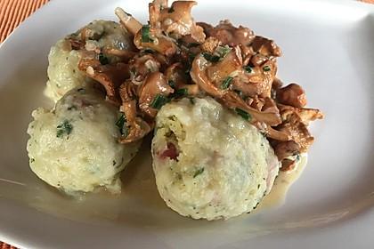 Kleine Kartoffel - Speckknödel mit Pfifferlingen in Rahm 16