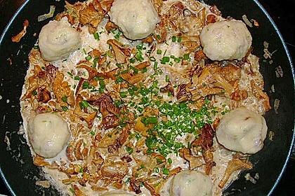 Kleine Kartoffel - Speckknödel mit Pfifferlingen in Rahm 12