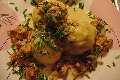 Kleine Kartoffel - Speckknödel mit Pfifferlingen in Rahm 5