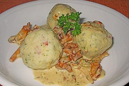 Kleine Kartoffel - Speckknödel mit Pfifferlingen in Rahm 7