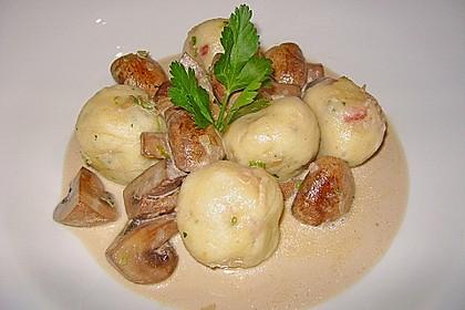 Kleine Kartoffel - Speckknödel mit Pfifferlingen in Rahm 4