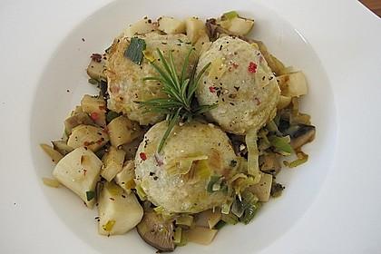 Kleine Kartoffel - Speckknödel mit Pfifferlingen in Rahm 17